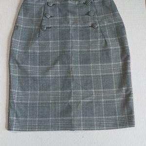 H&M Midi Plaid Button Skirt, Size 4